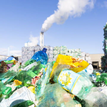 Afval op het terrein van 4PET