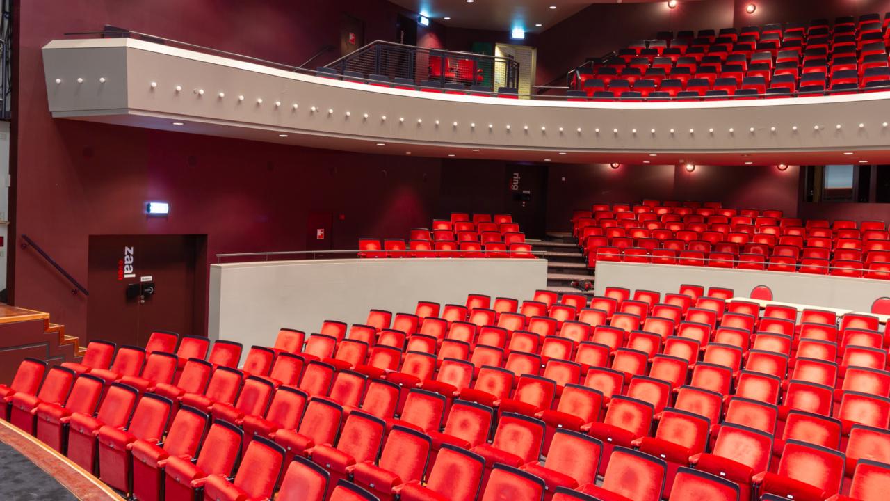Noodverlichting in zwart blokframe voor theater 11