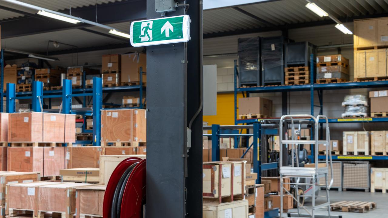 Noodverlichting in logistieke omgeving 10