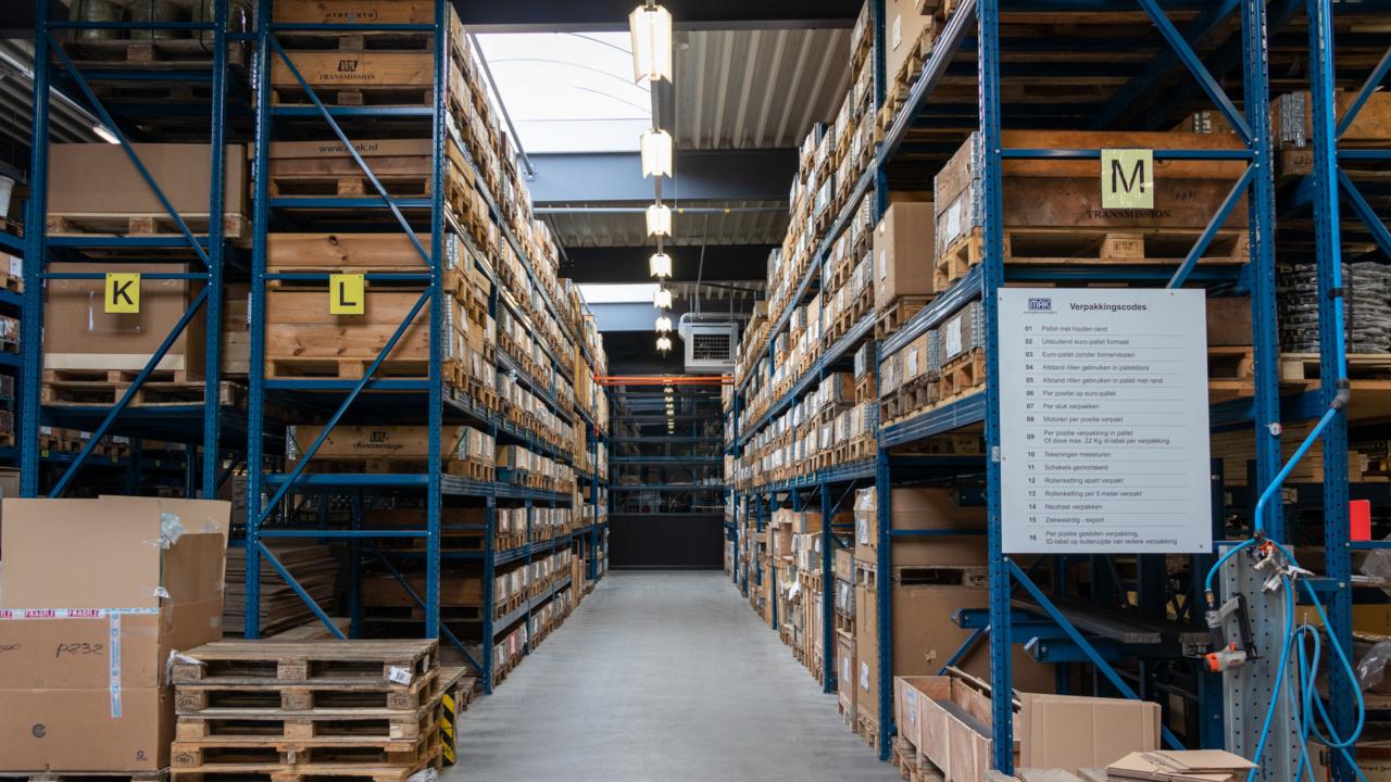 Noodverlichting in logistieke omgeving 13