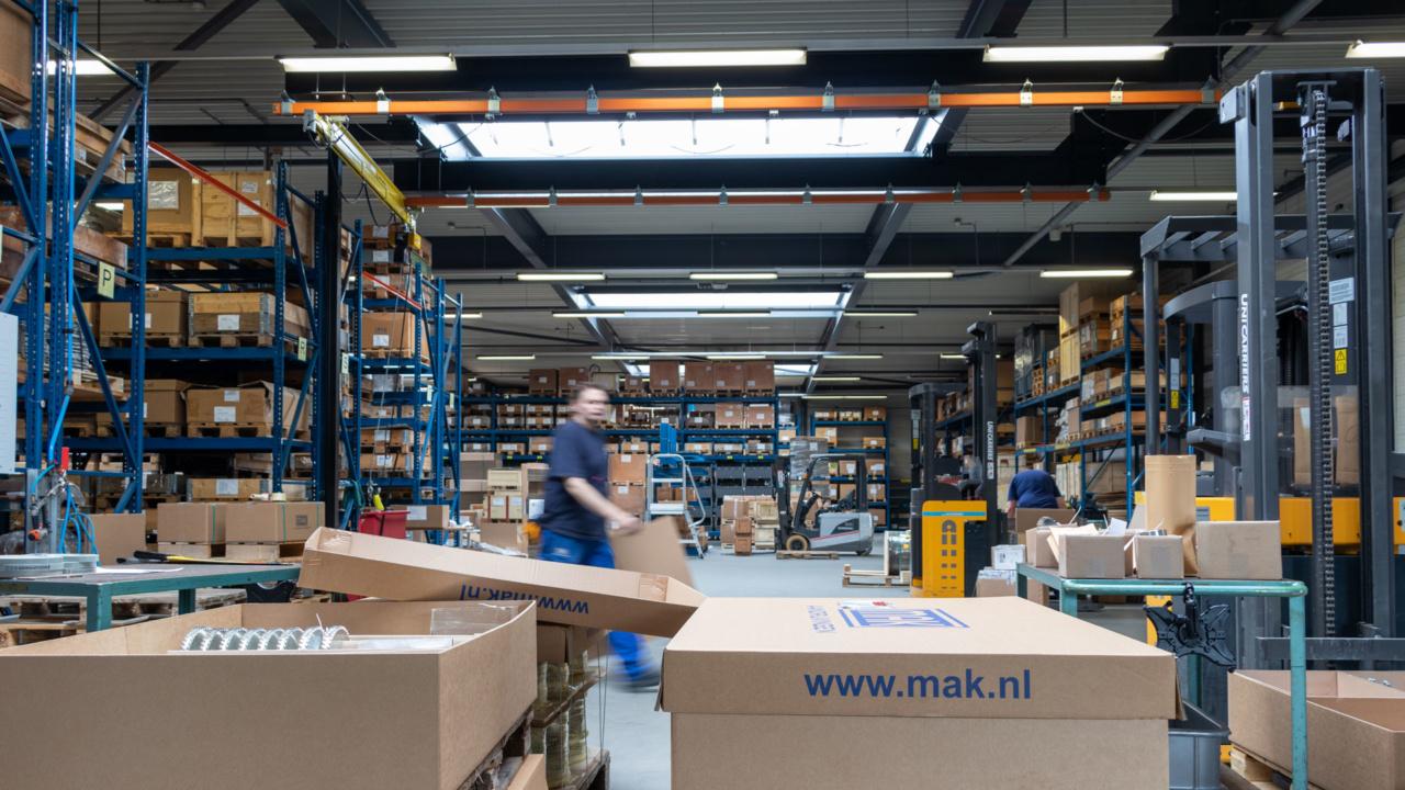 Noodverlichting in logistieke omgeving 15