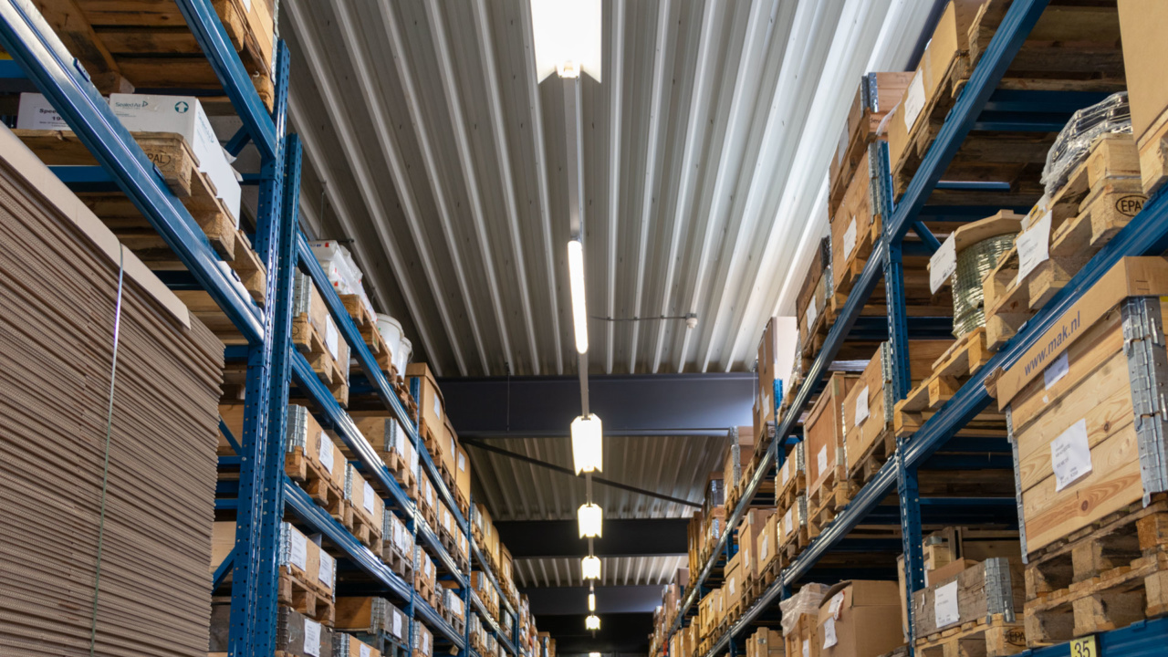 Noodverlichting in logistieke omgeving 16