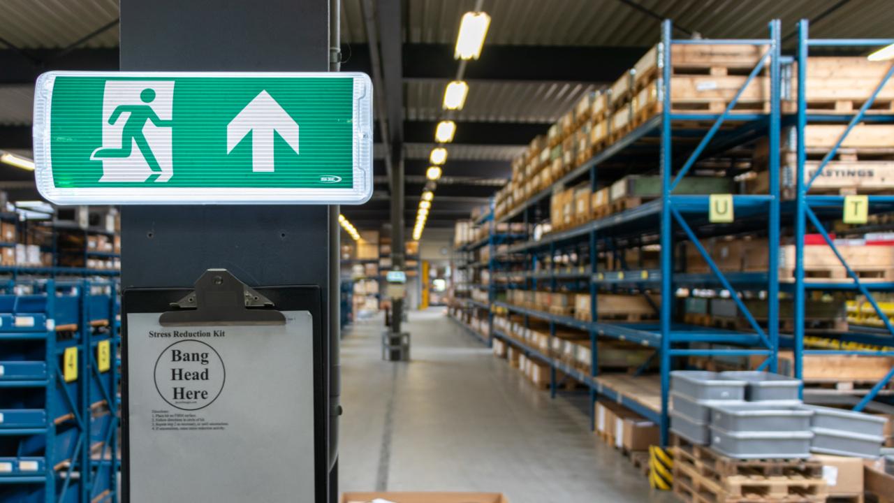 Noodverlichting in logistieke omgeving 6