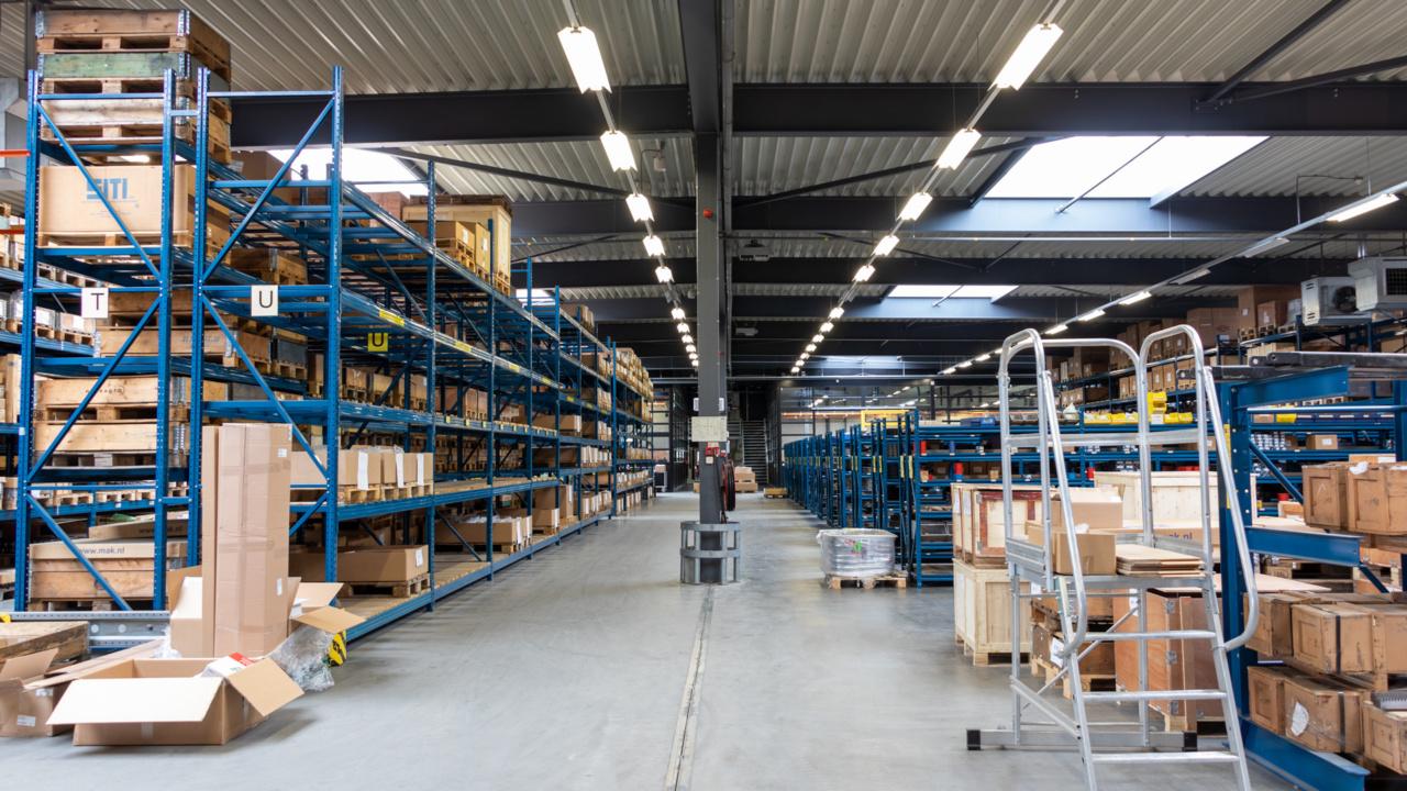 Noodverlichting in logistieke omgeving 7