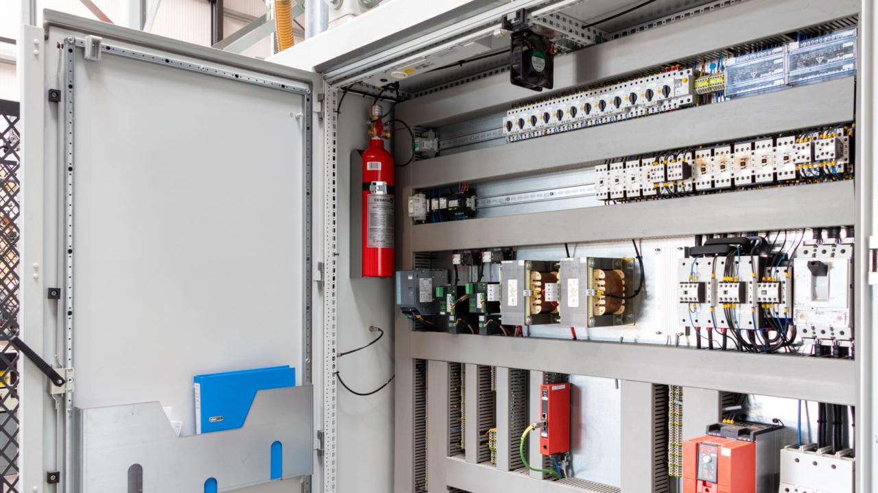 Automatische brandbeveiliging van schakelkasten bij houtverwerker 9